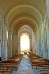 Eglise Saint-Pierre - Deutsch: St-Pierre de Pont-l'Abbé-d'Arnoult (17), Schiff Richtung Vierung und Chor