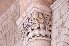 Eglise Saint-Pierre - Deutsch: St-Pierre de Pont-l'Abbé-d'Arnoult (17), Kapitell im Schiff