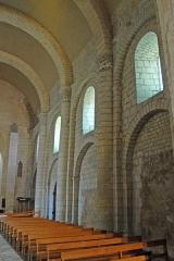 Eglise Saint-Pierre - Deutsch: St-Pierre de Pont-l'Abbé-d'Arnoult (17), Nordwand Schiff, unten teile aus Vorgängerbau
