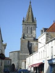 Eglise Saint-Pierre - Français:   L\'église de Pont-l\'abbé-d\'Arnoult