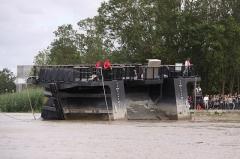 Formes de radoub de l'arsenal - Français:   Le bateau-porte de la forme de radoub Louis XV est sorti de ses rainures, puis est éloigné de l\' entrée de la cale. Rochefort-sur-Mer, Charente Maritime, France.