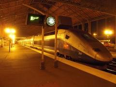 Gare -  Les TGV Duplex sont des rames électriques TGV de la SNCF, mises en service de 1995 à 2011. Comme leur nom l'indique, elles sont constituées de voitures à deux niveaux.