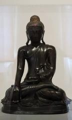 Hôtel de la Bibliothèque et du Musée - English: Seated Buddha. Myanmar. Bronze and glass, 19th c. Musée La Rochelle