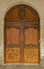 Hôtel de la Bourse, actuellement Greffe du Tribunal de Commerce - Français:   Porte monumentale de la Chambre de Commerce de La Rochelle, Charente-Maritime.