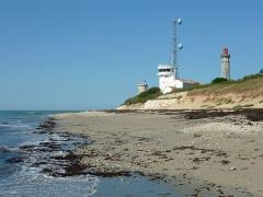 Vieux Phare des Baleines et phare des Baleineaux - Français:   L\'ancienne tour Vauban, le Phare des Baleines et le sémaphore.