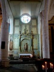 Eglise Saint-Martin dite Le Grand Fort - Français:   Autel Saint-Martin; Intérieur de l\'église Saint-Martin de Saint-Martin-de-Ré; Île de Ré, France