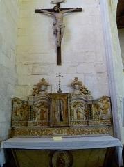 Eglise Saint-Martin dite Le Grand Fort - Français:   Crucifix, bois en chêne sculpté (1726); le tabernacle contient une croix d\'ébène , incrustée d\'argent renfermant une portion de la vraie croix, donnée en 1823 et un reliquaire en vermeil contenant une partie  d\'une \