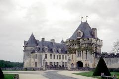 Château de la Rochecourbon - Français:   L\'entrée du Château de la Roche-Courbon. Château de la Roche-Courbon, Saint-Porchaire, Charente-Maritime, France.