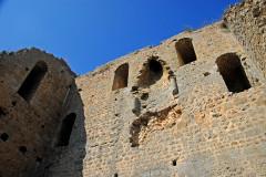 Tour de Broue - Deutsch: Tour-de-Broe, oberes Geschoss, mit Kamin und Fenstern