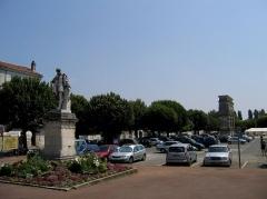 Arc de Triomphe -  Charente-Maritime Saintes Place Bassompierre Bernard Palissy