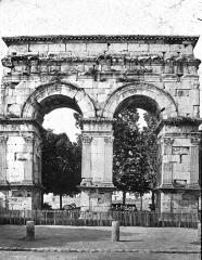 Arc de Triomphe - American archaeologist, art historian and curator