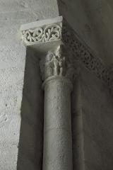 Eglise Notre-Dame - Deutsch: Katholische Kirche Notre-Dame-de-l'Assomption in Surgères im Département Charente-Maritime (Nouvelle-Aquitaine/Frankreich), Kapitelle im Innenraum