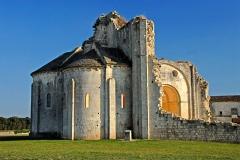 Ruines de l'ancienne abbaye - Deutsch: Abtei Trizay, Abteikirche, Außenseite