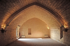Ruines de l'ancienne abbaye - Deutsch: Abtei Trizay, Vorratsraum, angespitztes Gewölbe