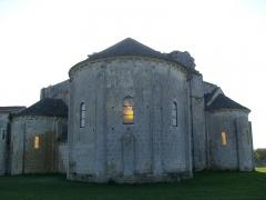 Ruines de l'ancienne abbaye - Français:   Chevet de l\'église Saint-Jean de Trizay