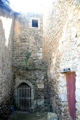 Château - Deutsch:   Château-Larcher, Gebäudereste Vorburg