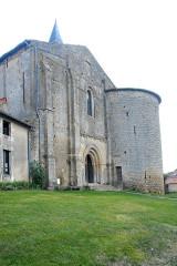 Eglise Notre-Dame - Deutsch:   Château-Larcher, Kirche, Fassade und Wehrturm
