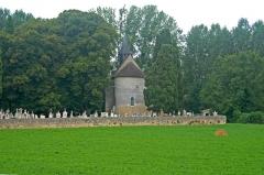 Eglise de Saint-Pierre-les-Eglises - Deutsch: St.-Pierre-les-Eglises, Friedhof, von O