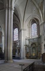 Cathédrale Saint-Pierre - This building is classé au titre des monuments historiques de la France. It is indexed in the base Mérimée, a database of architectural heritage maintained by the French Ministry of Culture,under the reference PA00105586 .