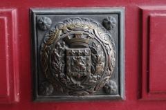 Hôtel de ville - Français:   Poignée de porte de l\'hôtel de ville de Poitiers, aux armes de la cité (bronze, XIXe siècle)