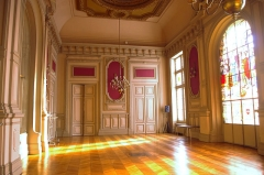 Hôtel de ville - Français:   Salle des fêtes de l\'hôtel de ville de Poitiers, France.