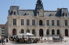 Hôtel de ville - Français:   Place nouvellement rénovée, architecture, centre ville