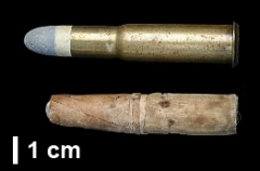 Manufacture d'armes, actuellement Musée de l'automobile - English: 11 mm Grass brass cartridge and 11 mm Chassepot paper cartridge, comparison. Adapted from this file by Amenhtp