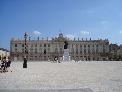 Place Stanislas - English: Town hall of Nancy, Place Stanislas, France. In the center a Statue of Stanisław I, Duke of Lorraine.