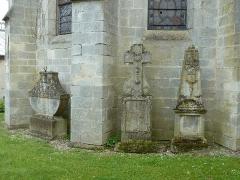 Eglise Saint-Pantaléon - Français:   Commercy  cimetière de l\'église P1060958