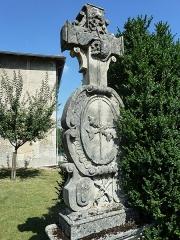 Eglise Saint-Pantaléon - Français:   Commercy cimetière de l\'église P1060986
