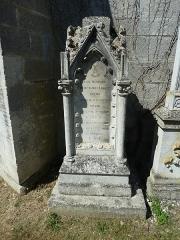 Eglise Saint-Pantaléon - Français:   Commercy cimetière de l\'église P1060987