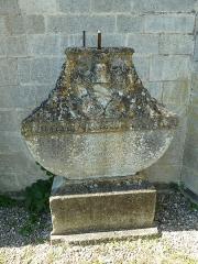 Eglise Saint-Pantaléon - Français:   Commercy cimetière de l\'église tombeau de pierre desandre