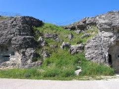 Fort - Deutsch: Fort Douaumont. Eine der durch Volltreffer zerstörten Kasematten im ersten Stock.