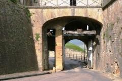 Citadelle - Lëtzebuergesch: Eng Paart an der Festung vu Montmédy.