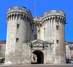 Porte Chaussée (porte et passage entre deux tours) -  Verdun towers.