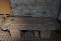 Abbaye - Français:   Hesse 57 côté de dalle funéraire