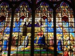 Eglise Saint-Vincent - Église Saint-Vincent de Metz (Moselle, France); détail du vitrail du couronnement de la Vierge