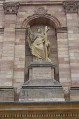 Eglise Saint-Nabor - Deutsch: Ehemalige Abteikirche St. Nabor (St. Avold), Statue der Religion an der Fassade
