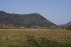 Zone archéologique - Français:   Vue du site de hauteur de la Pierre-d\'Appel depuis Etival-Clairefontaine