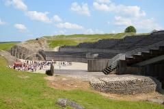 Amphithéâtre romain (ruines) -  Les gladiateurs dans l'arène, Andesina (Grand)