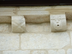 Chapelle du cimetière dite Chapelle Sainte-Libaire - English: Sculpted corbel, Saint-Libaire chapel, Grand, Vosges, France.