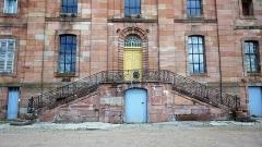 Ancienne abbaye - Français:   Double escalier extérieur donnant accès à l\'abbatiale depuis les jardins ouest