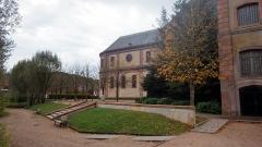 Ancienne abbaye - Français:   Jardin Humbert Belhomme (ancienne basse-cour de l\'abbaye)