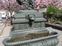 Onze fontaines - Français:   Raon-l\'Etape (Vosges): Fontaine de la Chèvre, située à l\'angle des rues Victor-Brajon et Jules-Ferry. C\'est l\'une des 11 fontaines de Raon-l\'Etape exécutées entre 1860 et 1864 sur des modèles de Jean-Jacques Ducel, et classées MH