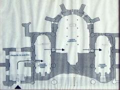 Abbaye - Deutsch:   Grundriss der Krypta unter dem Chor der Abteikirche St. Pierre in Remiremont (Hinweistafel am Zugang)