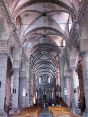 Eglise Saint-Martin - Français:   La nef de la collégiale Saint-Martin au Cateau-Cambrésis.
