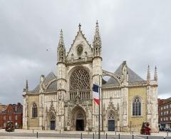 Eglise Saint-Eloi - La façade de l'église Saint-Éloi de Dunkerque.