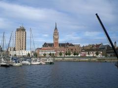 Hôtel de ville -  Ville de Dunkerque vue du port de plaisance.
