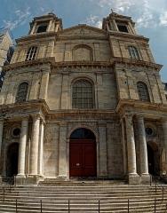 Ancienne cathédrale Notre-Dame - English: Boulogne-sur-Mer - Ville Haute - Rue Saint-Jean - View ENE on Basilique Notre-Dame de l'Immaculée Conception 1827-75 by Benoit Haffreingue