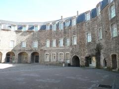 Château d'Aumont - Français:   Cour intérieure du château-musée à Boulogne sur Mer